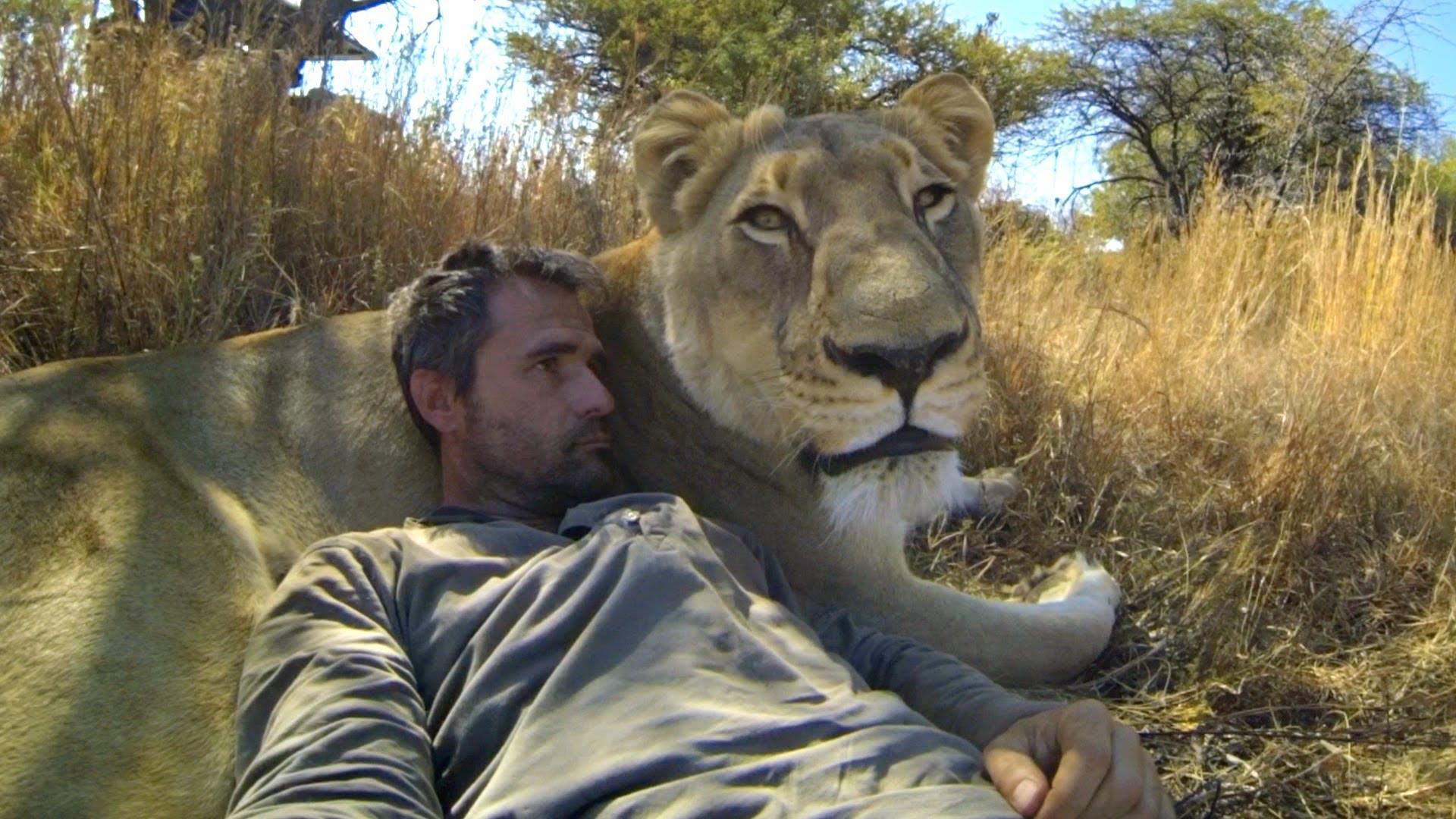 leeuw-dierenverzorger