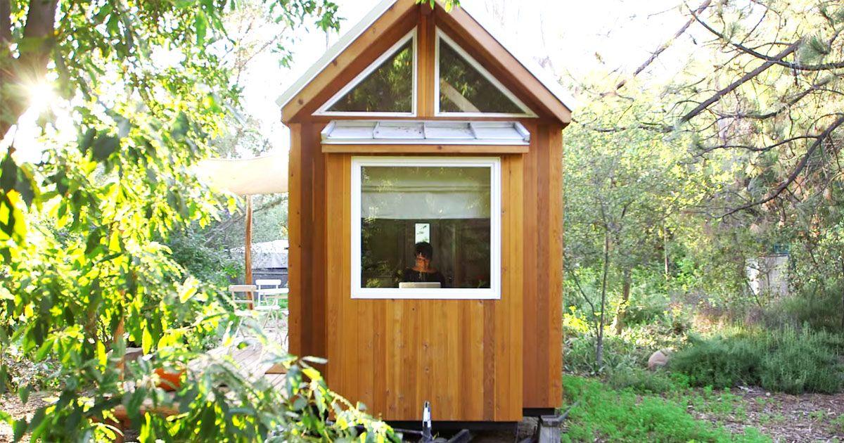 Haar kleine huis is slechts 13 vierkante meter groot maar wacht totdat je de binnenkant ziet - Houten huis ...