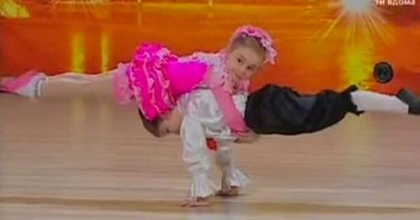 kleine-dansers-geven-optreden