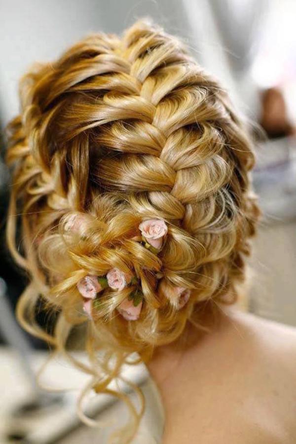 kapsel haarstijl vrouw krullen blond
