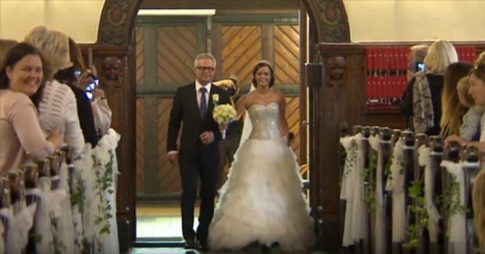 bruiloft trouwen trouwerij bruid bruidegom bruiloftsgasten altaar