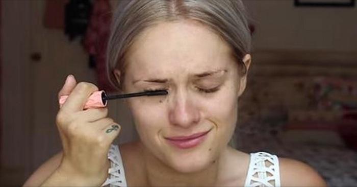mascara cosmetica make-up