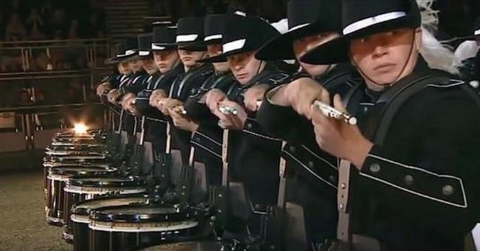 percussie instrumenten drumstel drummen drums
