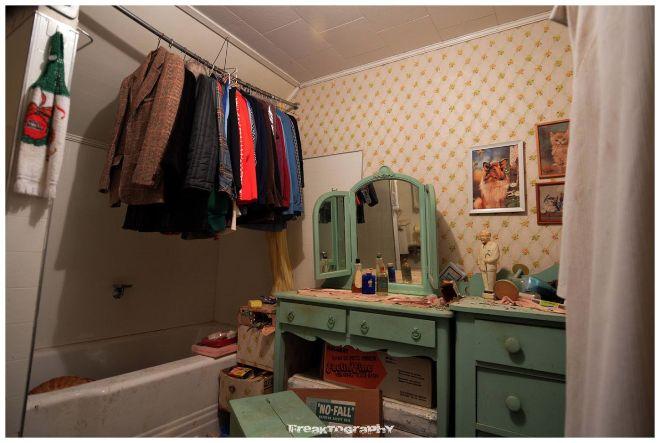 Dit huis staat al meer dan 30 jaar leeg wat er binnen gevonden werd is geweldig viralmundo - Badkamer jaar ...