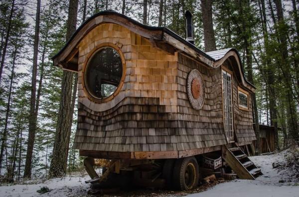 Zeer Dit Lijkt Op Een Gewoon Huisje In Het Bos. Maar Wanneer Je Naar &GV91